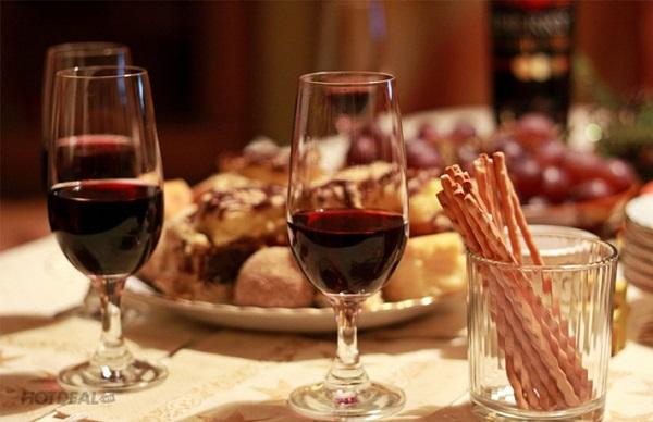 year end party với ý tưởng tiệc rượu