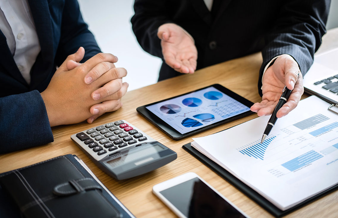 Why You Should Work with a Commercial Real Estate Broker - HOWE Commercial Real  Estate Services